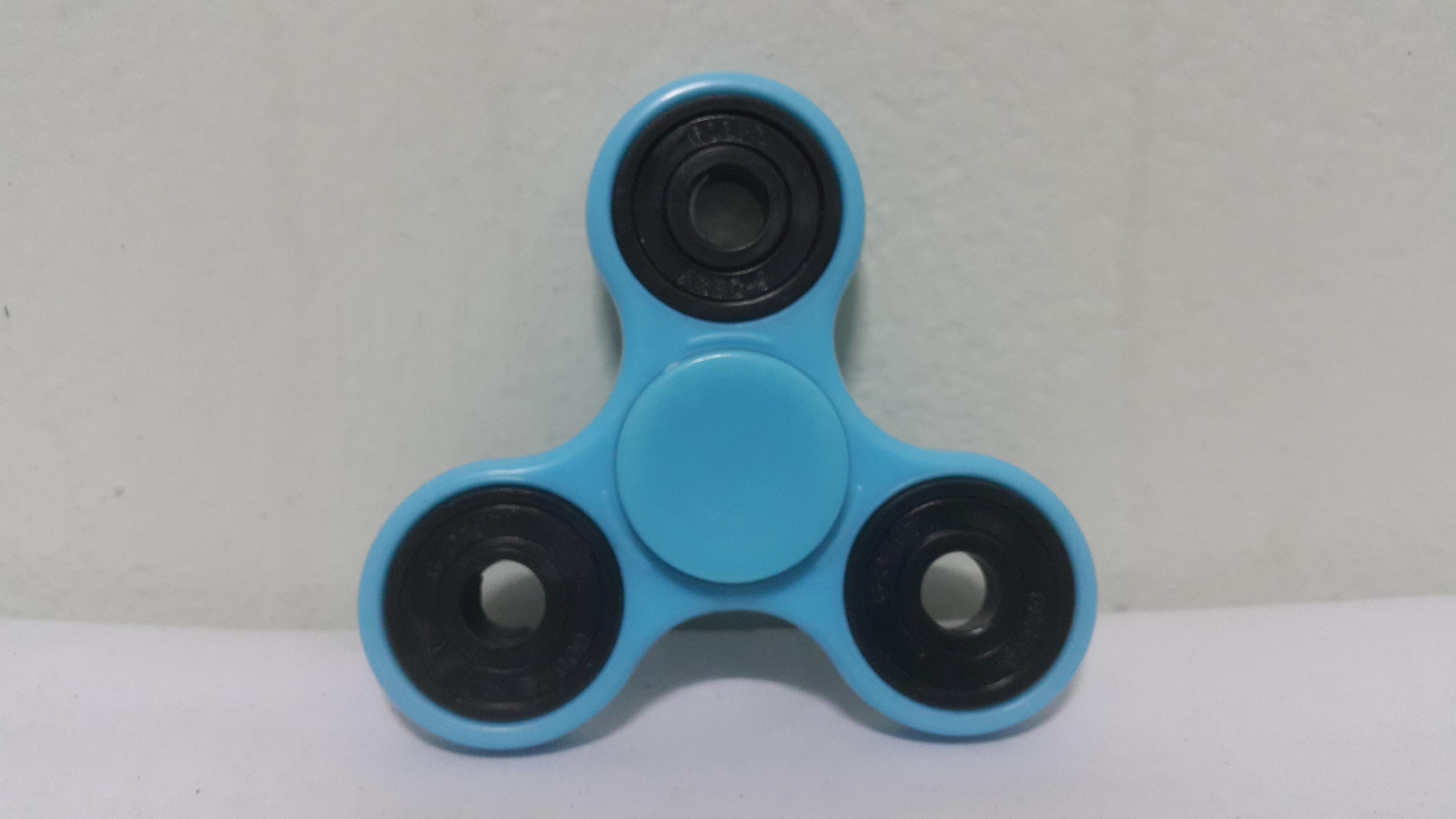 แฮนด์ สปินเนอร์ 3 แฉก (Hand Spinner) สีฟ้า