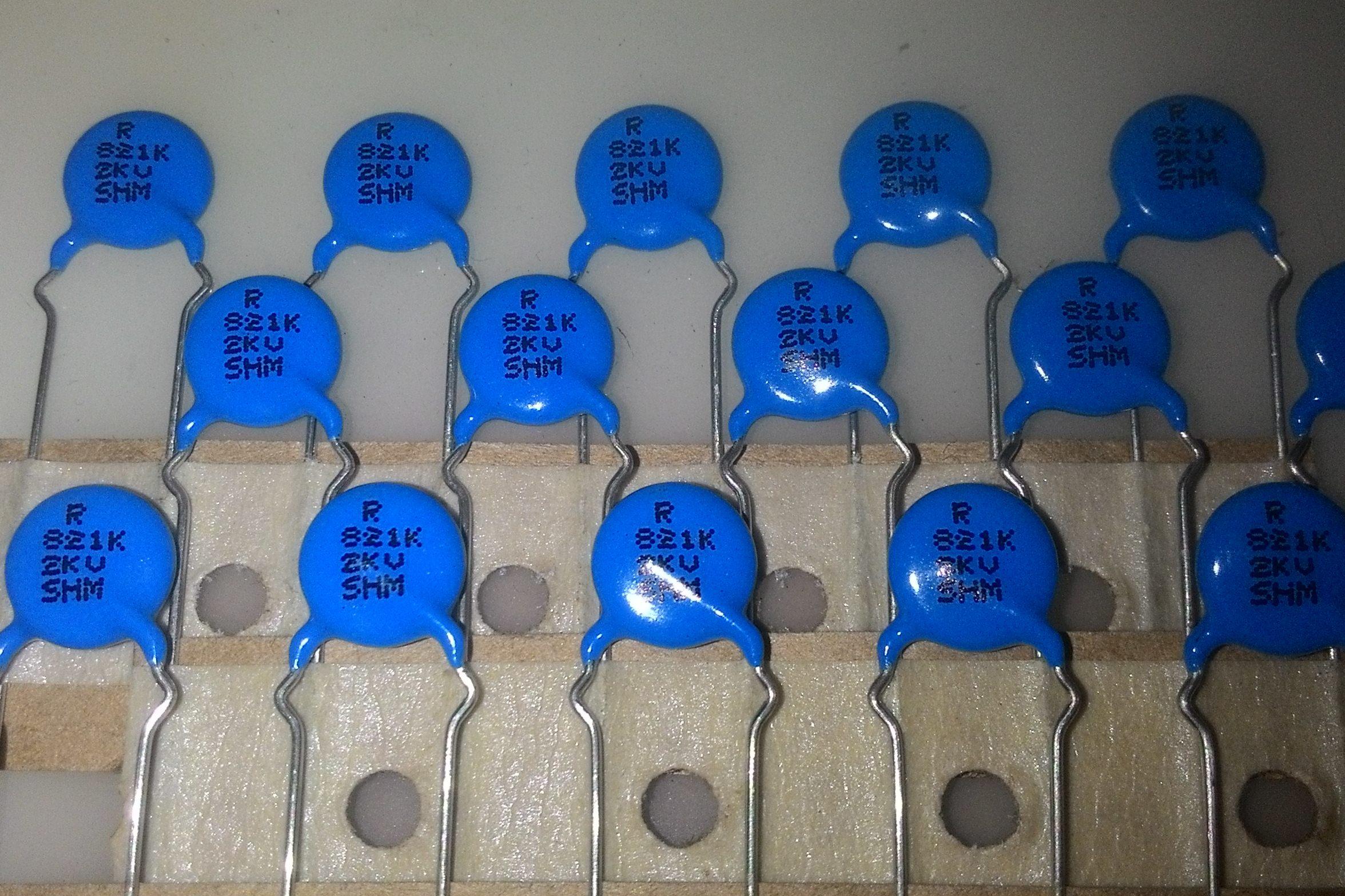 Ceramic Capacitors 821/2KV [820pf/2000V] (15 PCs)
