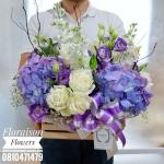 กล่องดอกไม้ แสดงความยินดี ม่วง ขาว (M)