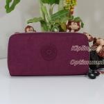 Kipling Uzario Berry เป็นกระเป๋าสตางค์ใบยาวแบบ 2 ซิปรอบ ขนาด 10 L x 18.5 H x 3.5 W cm
