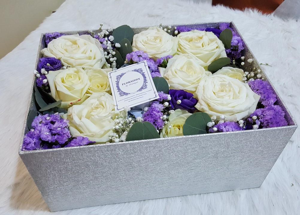 กล่องดอกไม้ กุหลาบขาว ม่วง ฝาปิดครอบได้ (L)