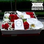 กล่องดอกไม้ กุหลาบแดง ขาว แบบฝาครอบ (M)